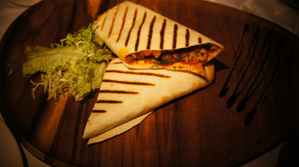 Ресторан New Point - фотография 4 - Фахитас с говядиной/курицей