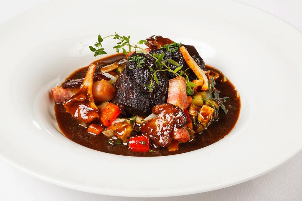 Ресторан G.Graf - фотография 23 - Медвежатина по-бургундски в красном вине