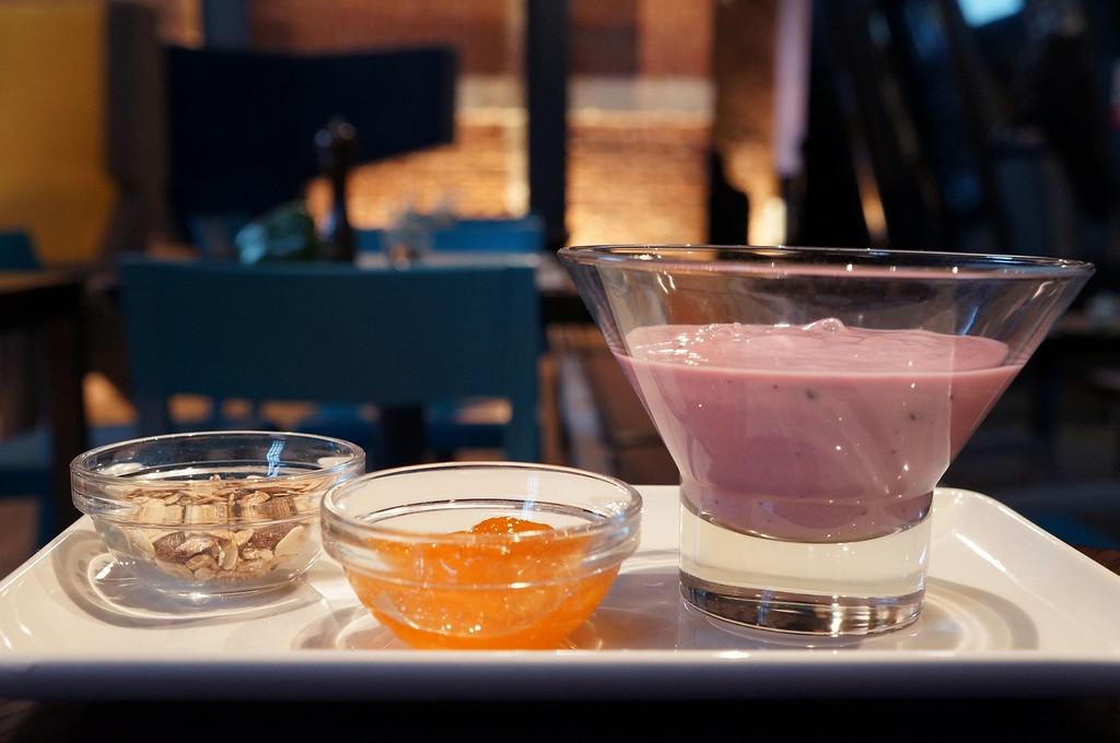 Ресторан ЦДК - фотография 3 - Гранола с натуральным йогуртом