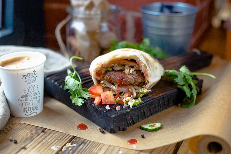 Ресторан Peat Me - фотография 7 - Вах-Пита с бараниной