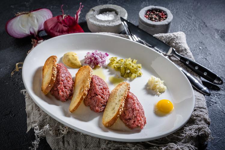 Ресторан Праймбиф-бар - фотография 4 - Тар-тар из говядины