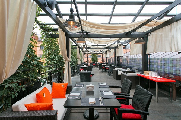 Ресторан Mary Jane - фотография 5 - Летняя веранда на крыше
