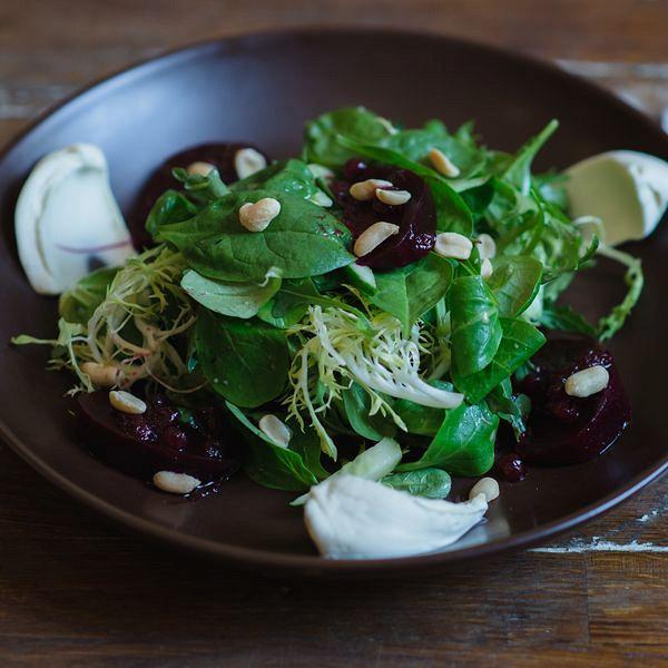 Ресторан Imho - фотография 6 - Салат из печеной свёклы