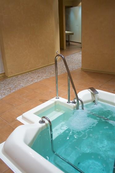 Ресторан Хитоми - фотография 3 - Гидромассажная ванна