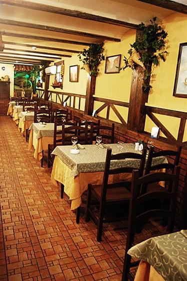 Ресторан Старый дом  - фотография 7 - Основной Зал