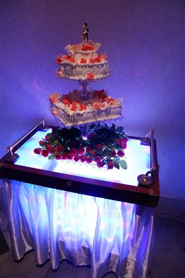 Ресторан Невский - фотография 6 - Подарок-свадебный торт