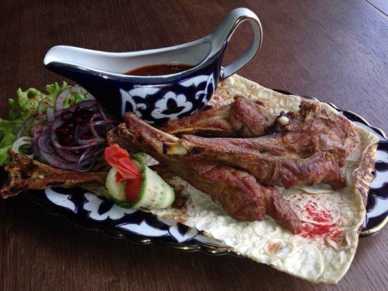 Ресторан Сухофрукты - фотография 15 - Шашлык из каре ягненка - 440 руб.