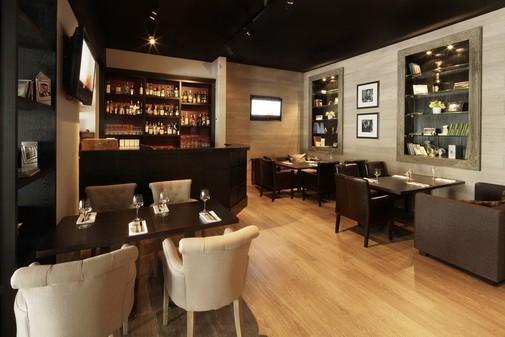 Ресторан In Vino - фотография 13 - Первый этаж (вид 2)