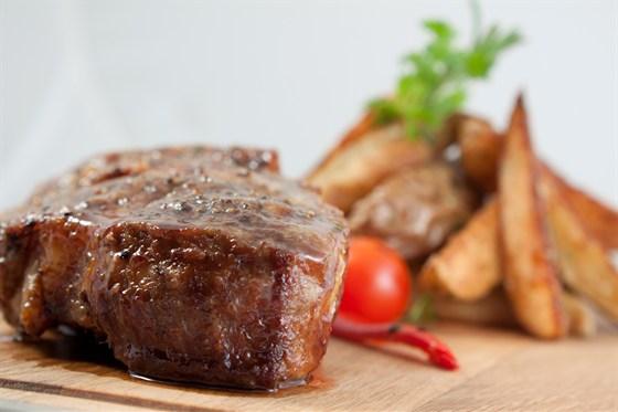 Ресторан Corrida Club - фотография 1 - фирменный стейк Corrida