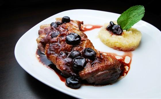 Ресторан Felice - фотография 12 - Утиная грудка под вишневым соусом 420 руб