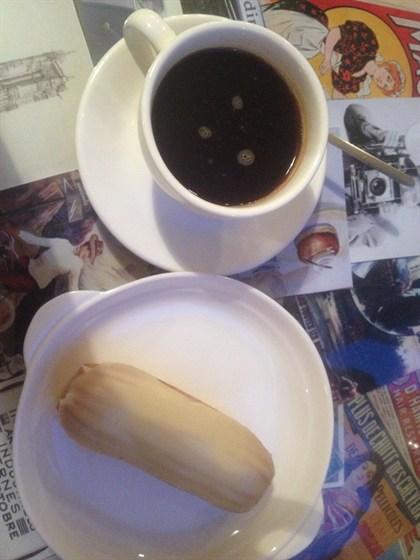 Ресторан Хлеб & Кофе - фотография 2 - Ванильный эклер