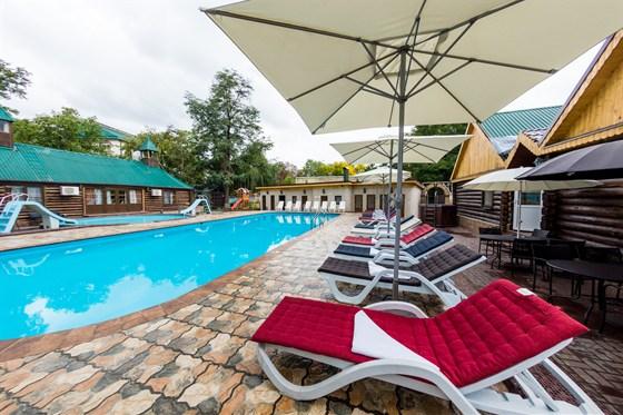 Ресторан Bellagio - фотография 7 - Столики у бассейна