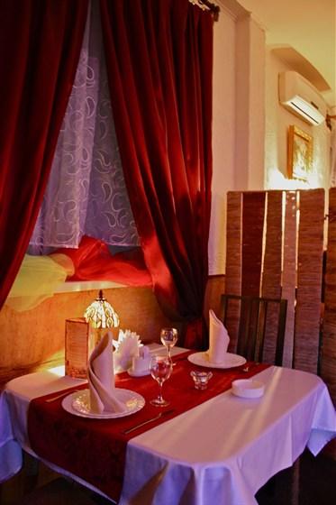 """Ресторан Домашний очаг - фотография 9 - Чистые аккуратные столики в """"Домашнем очаге"""""""