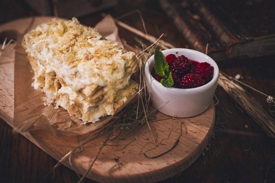 Ресторан Панаехали - фотография 5 - Домашний наполеон с кремом на основе маскарпоне