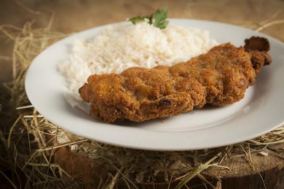 Ресторан Лесоруб - фотография 7 - Куриный шницель 140 р. Рис 50 р.