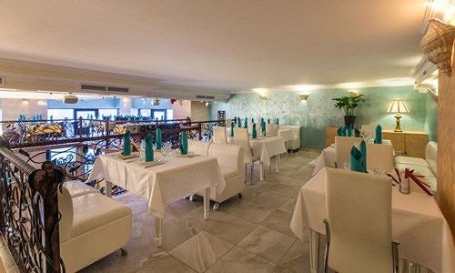 Ресторан Аквариум - фотография 9 - Малый балкон, зал для не курящих.