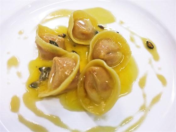 Ресторан У Сальваторе - фотография 25 - Тортеллони с тыквой под соусом из шалфея