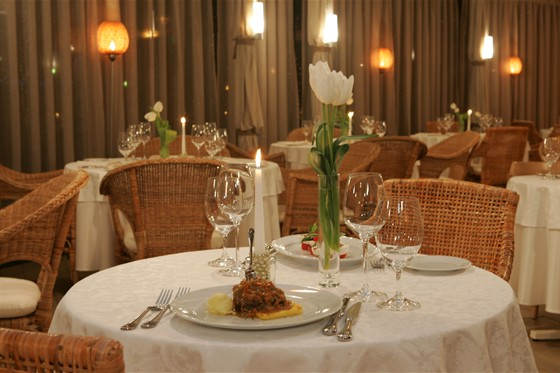 Ресторан La terrazza - фотография 8 - Летняя терраса зимним вечером.