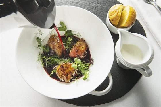 Ресторан Гастроном - фотография 1 - Борщ с фуа-гра