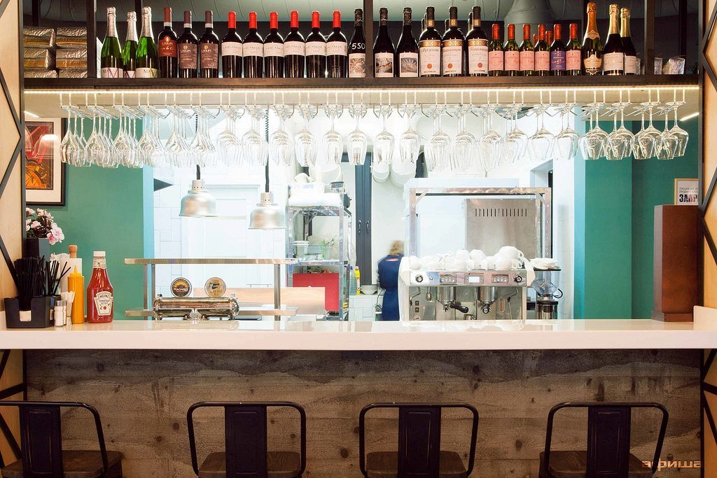 Ресторан Вино и бургер - фотография 19