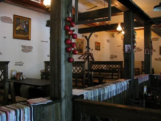 Ресторан Хмель - фотография 4 - Ресторанный зал