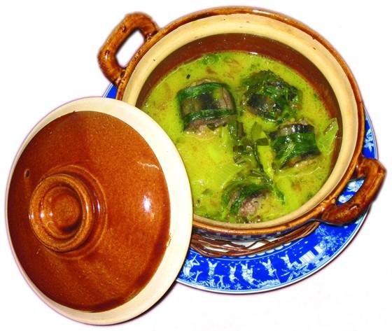 Ресторан Синяя река - фотография 12 - Угорь в шафрановом соусе, 349 руб