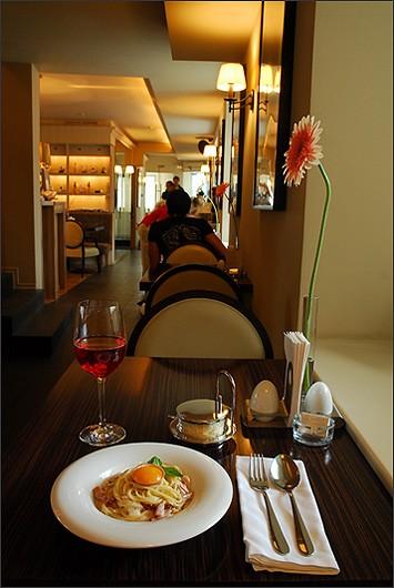 Ресторан Mi piace - фотография 3 - 1 этаж. Зал для некурящих.