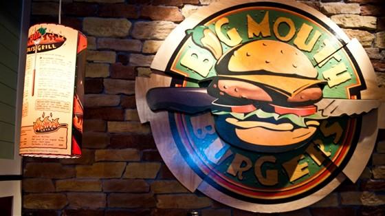 Ресторан Chili's - фотография 15 - Сеть Чилиз известна своими фирменными бургерами, например, Олдтаймером или Авокадо-бургером