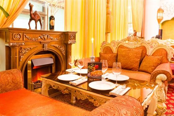 Ресторан Tajj Mahal - фотография 3 - каминная зона