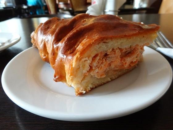 Ресторан Штолле - фотография 6 - Пирог с красной рыбой