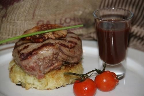 Ресторан Milano ricci - фотография 11 - Стейк из телятины с фуа-гра