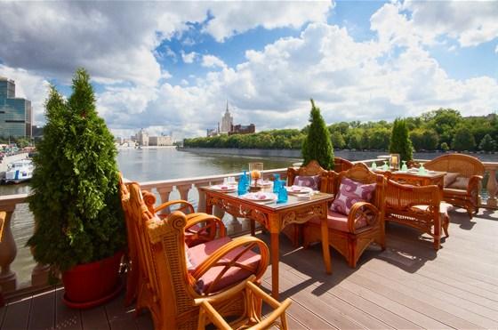 Ресторан Генацвале-сити - фотография 7 - Вид с веранды на Москва реку