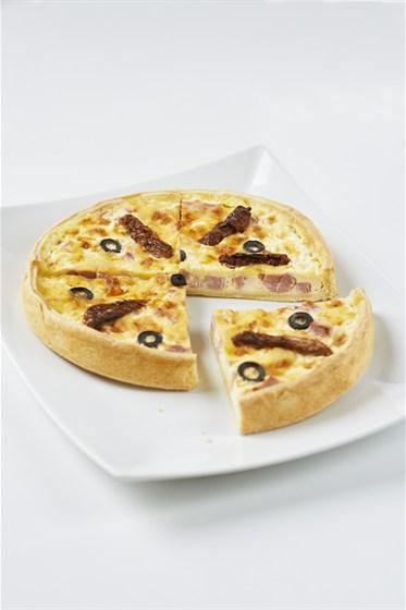 Ресторан Bontart - фотография 19 - Киш с ветчиной, томатами и маслинами!