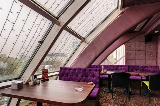 Ресторан Пив & Ко - фотография 6 - Караоке-зал в ресторане работает ежедневно!