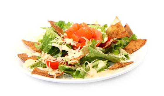 Ресторан Вкуснолюбов - фотография 28 - Цезарь с сёмгой.