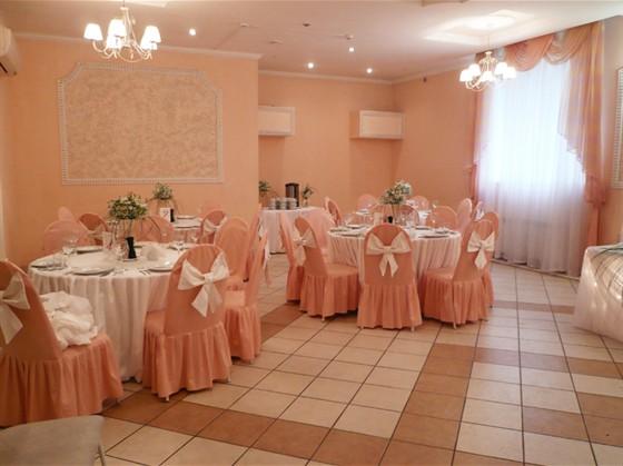 Ресторан Prohlada Café - фотография 4 - Банкетный зал