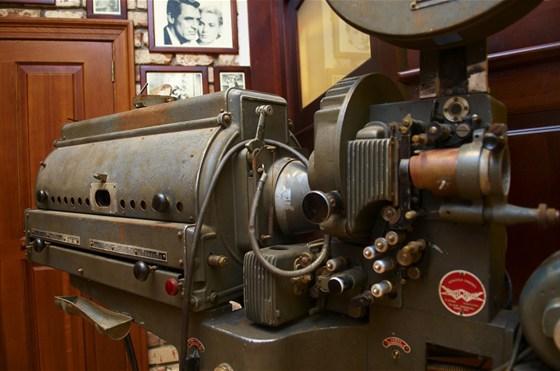 Ресторан Максимилианс - фотография 3 - кинопроектор