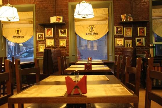 Ресторан Königs Platz  - фотография 2 - Пивной зал первого этажа