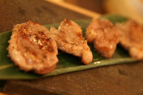 Ресторан Длинный хвост - фотография 15 - Кусочки утиной грудки - очень вкусно!  Но порция - 100 гр.!