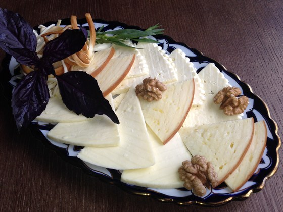 Ресторан Сухофрукты - фотография 7 - Сырная тарелка 240 гр - 350 руб