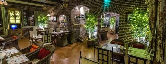 Ресторан Villa della pasta - фотография 6 - Ресторан «Villa Pasta» был задуман нами как площадка для смелого эксперимента, целью которого было перенести в Россию не только аутентичную итальянскую кухню, старинные рецепты, многовековую культуру и ритуалы приготовления домашних итальянских блюд, но и ценовую политику европейских ресторанов. Иными словами, мы хотим доказать, что настоящая домашняя итальянская кухня из поставляемых напрямую из Италии натуральных продуктов может и должна быть доступной для всех – и при этом радовать исключительным качеством и непередаваемым итальянским шармом.