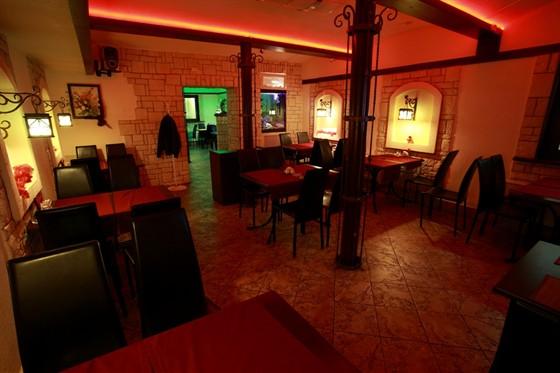 Ресторан Золотой телец - фотография 4 - Красный зал