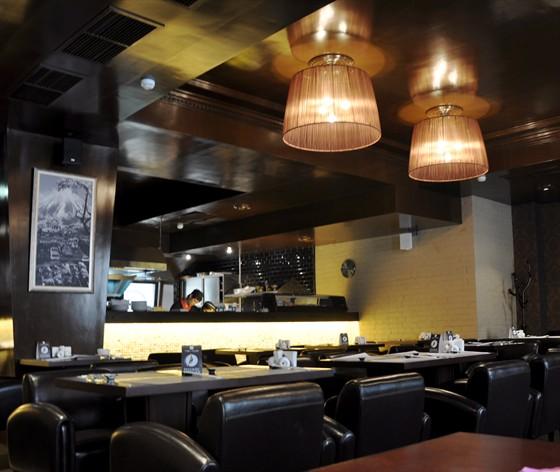 Ресторан Tokyo Table - фотография 10 - Зал для курящих