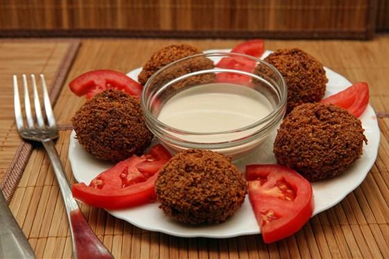 Ресторан Бейрут  - фотография 14 - Фалафель (жареные биточки из гороха, бобов, ароматных специй)