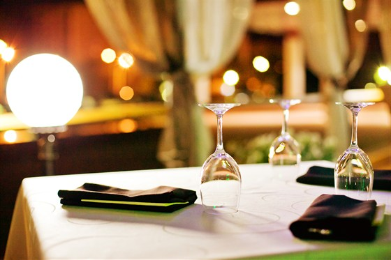Ресторан Plaza - фотография 12 - проведите романтический вечер на летней веранде ресторана Plaza