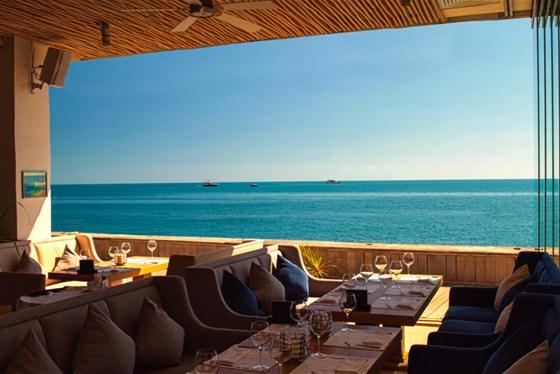 Ресторан Sanremo - фотография 15 - Вы наслаждаетесь великолепным видом и дышите морским воздухом, находясь в пространстве ресторана Sanremo.