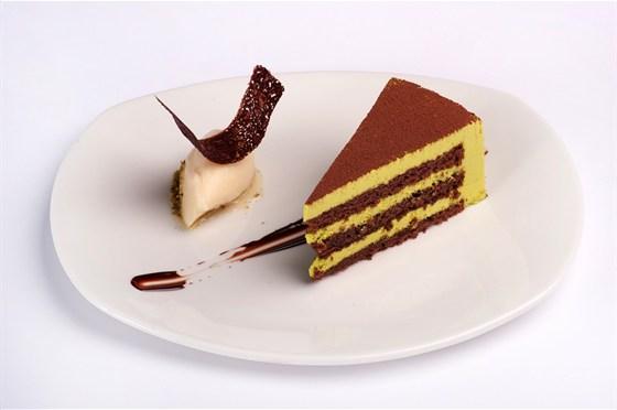 Ресторан 16th Line - фотография 14 - Меню. Фисташковое пирожное с сорбетом из личи и Эффектом