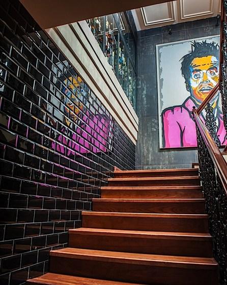 Ресторан New York - фотография 8 - Лестница на второй этаж