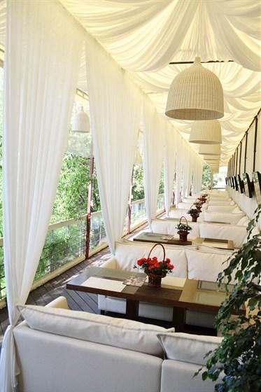 Ресторан Quattro camini - фотография 7 - Летняя веранда