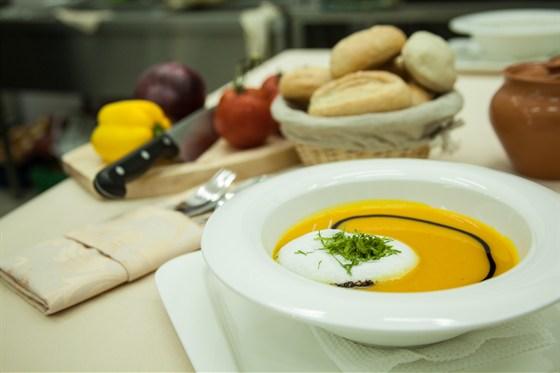 Ресторан La familia - фотография 32 - Крем-суп из тыквы